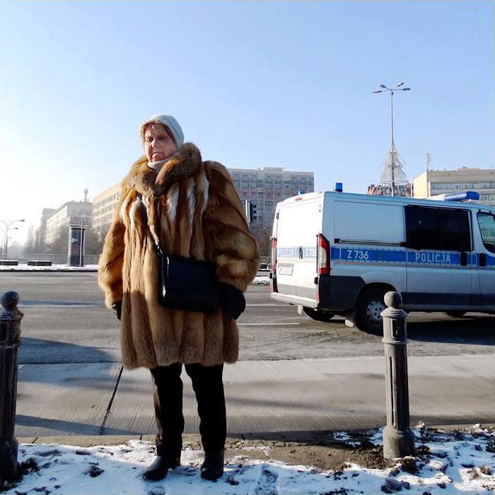 Warszawa Kobieta na Placu na Rozdrożu