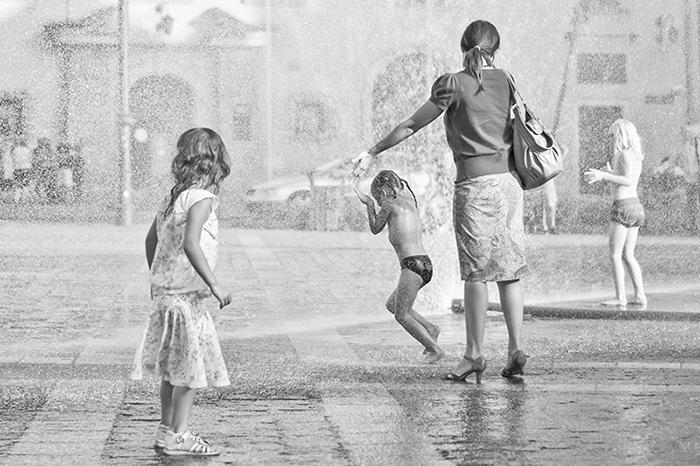 Kraków dzieci fontanna na Placu Szczepańskim