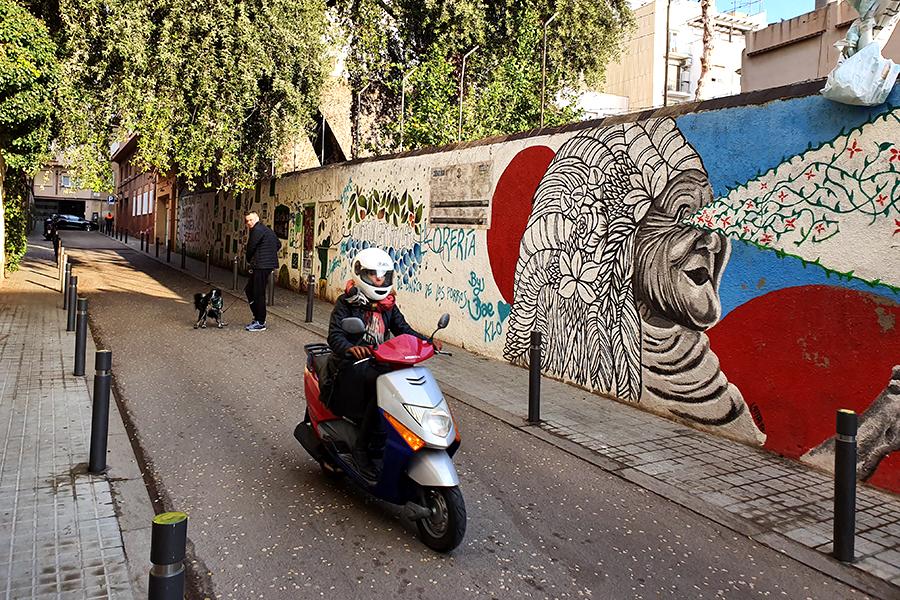Sztuka uliczna na ulicach Gràcia