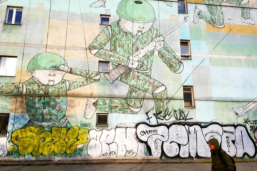 Mural Warszawa, ul.Sienna 45, Blu