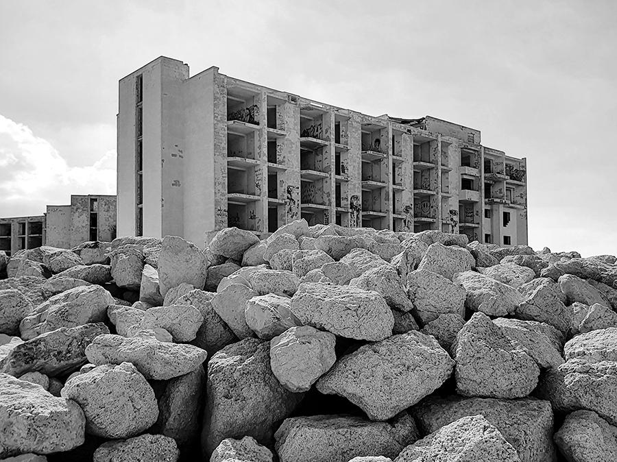 Urbex w opuszczonym hotelu Jerma Palace na Malcie.