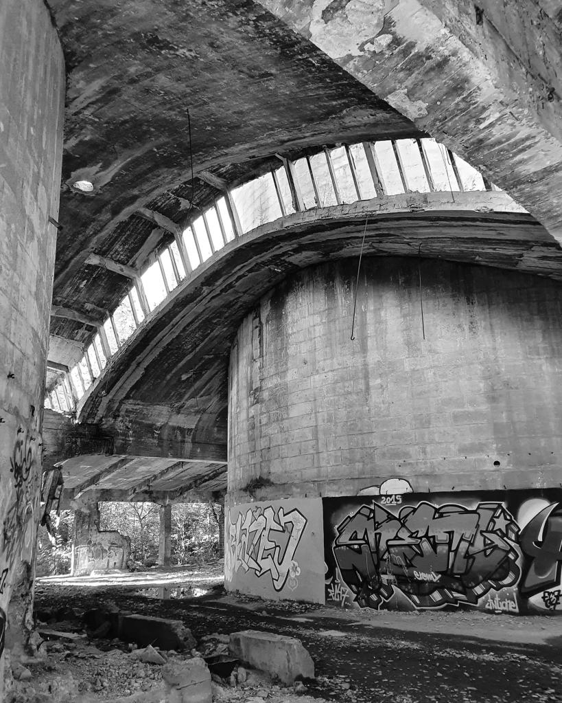 Wnętrze opuszczonej Cementowni Grodziec w Będzinie