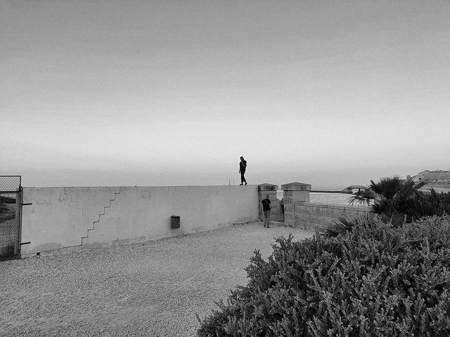 Czarno-biała pocztówka z podróży na Maltę.